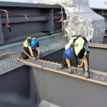 Gears Mitarbeiter bei Montagearbeiten