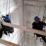 Höhenarbeiter bei Schachtarbeiten