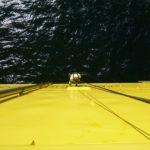 Industriekletterer an Seil an Windkraftanlage