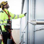 Industriekletterer in Schutzausrüstung